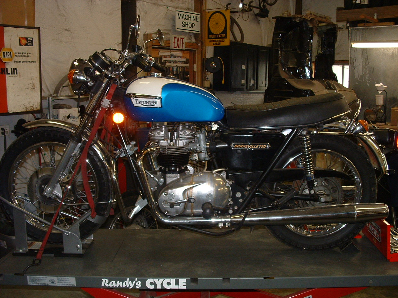 Randys Cycle Service Restoration 1977 Triumph Bonneville T140v
